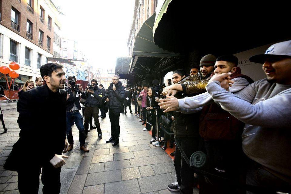 Crowds flock to Harrods sale