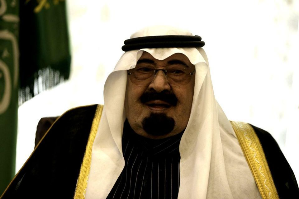 Saudi's King Abdullah stops in Cairo to visit Egypt's Sisi