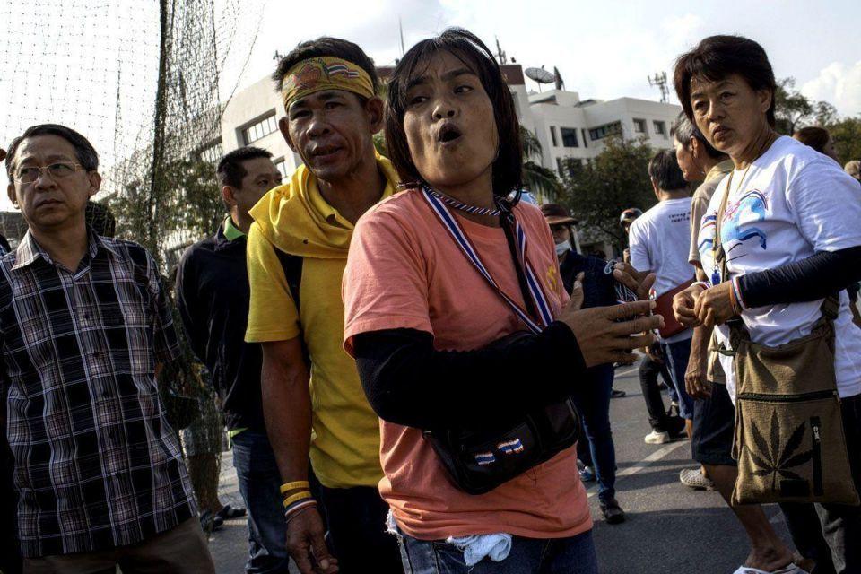 Thai protesters defy police crackdown