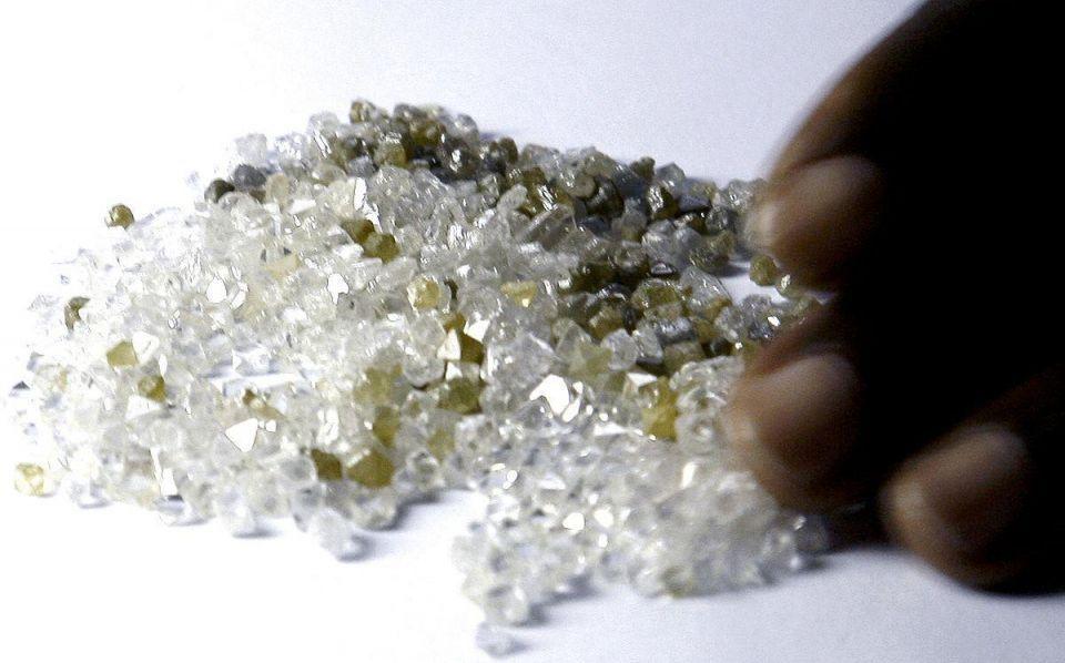 Zimbabwe says will sell controversial diamonds in Dubai