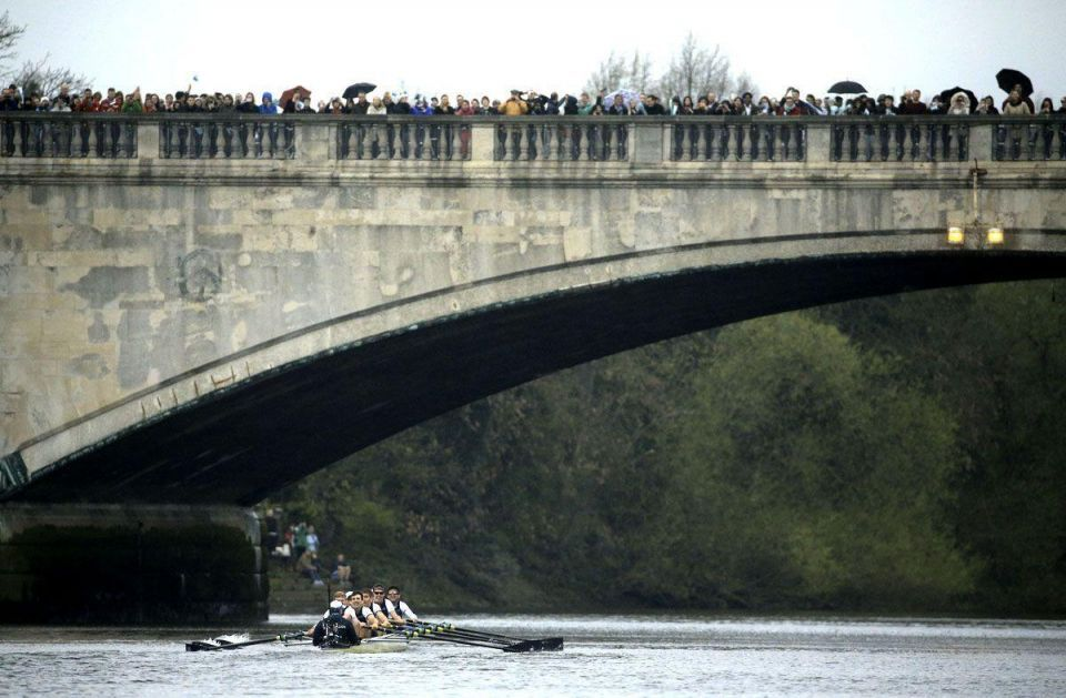 Oxford wins annual boat race