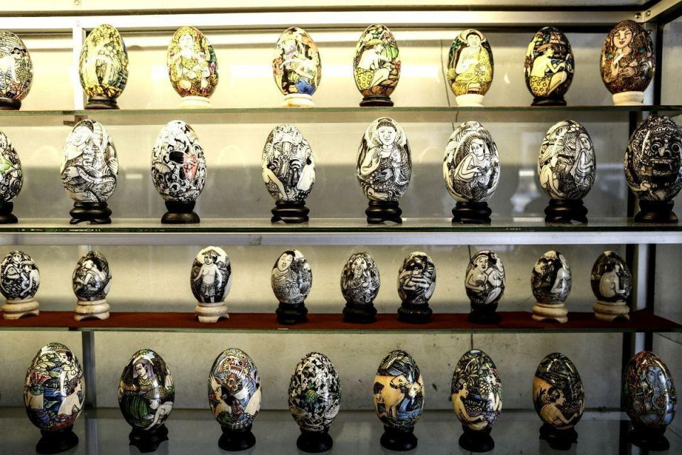 Balinese artists make hand painted eggs