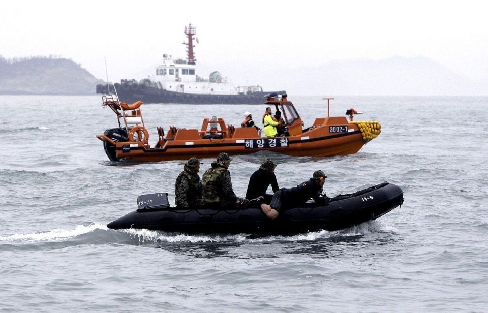 South Korean ferry rescue continues