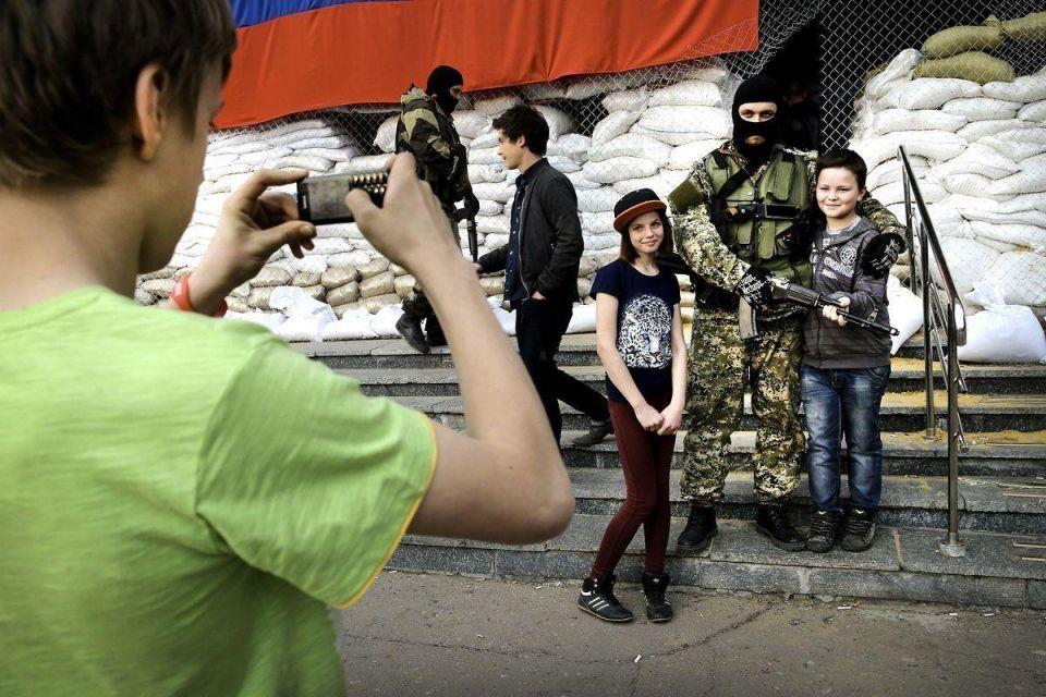 Russian militants occupy more Ukrainian cities
