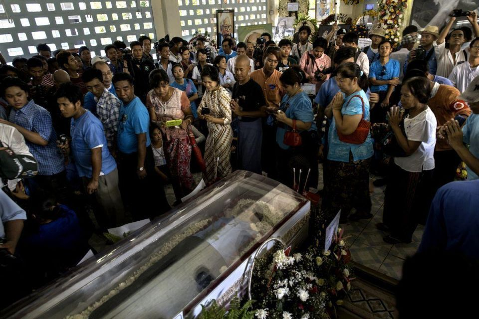 Huge crowds attend Win Tin's funeral