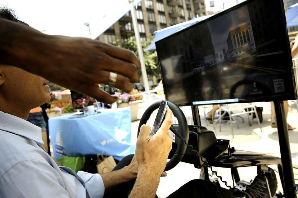 Simulator mimics effects of texting while driving