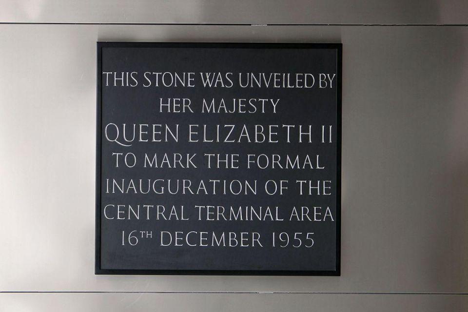 Queen opens new Heathrow Terminal 2