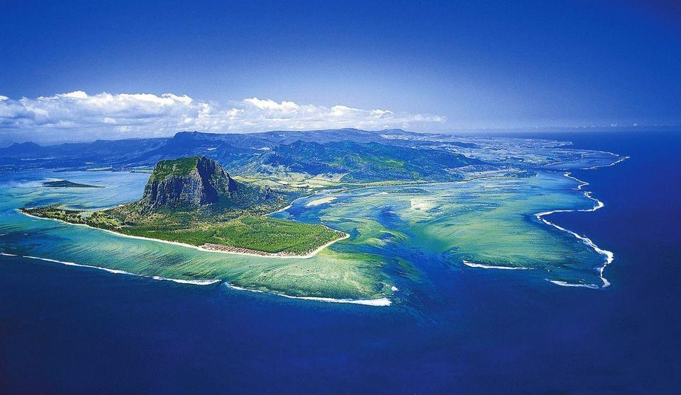 Emirates airline issues travel advice for passengers travelling to Mauritius