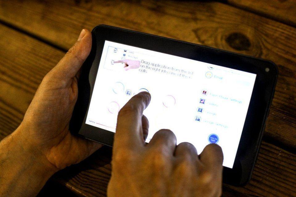 French start-up helps seniors break digital isolation