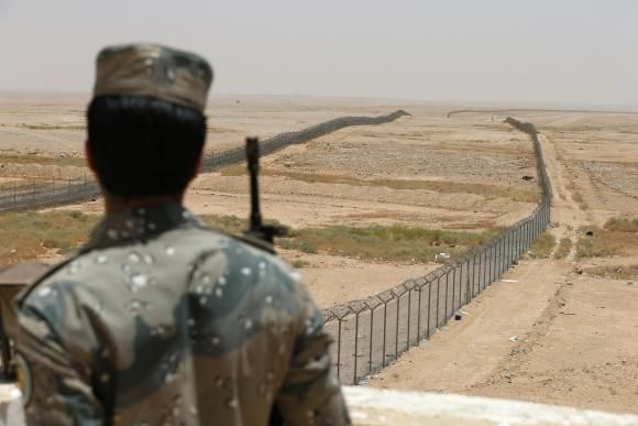The Great Wall of Saudi: 900km fence to be built along Iraq border