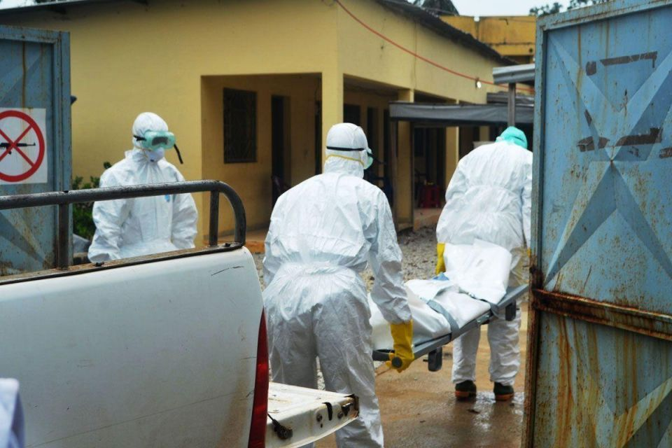 French Minister visits Ebola units in Guinea