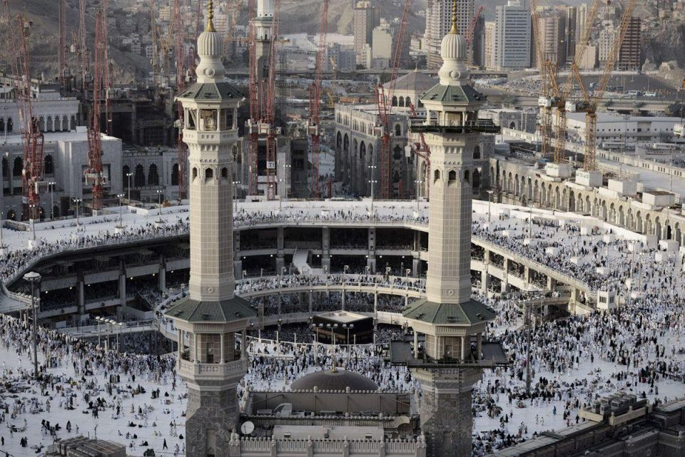 Saudi Arabia allows Umrah performers to visit all cities