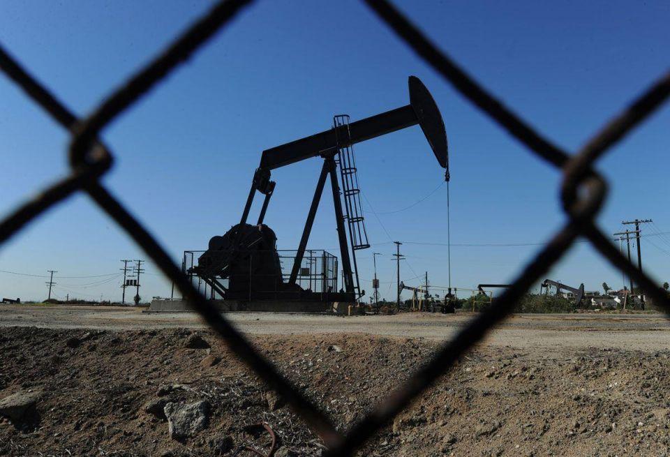 Oil prices climb on Libya supply worries