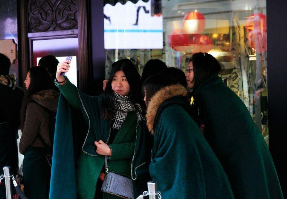 Crowds flock to Harrods winter sale