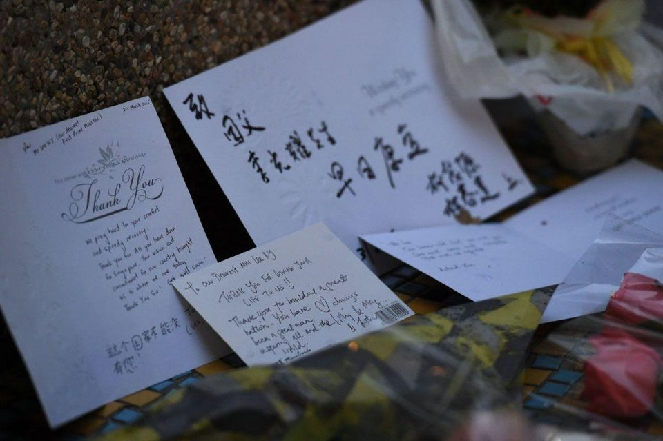 Singaporeans mourn death of the founding father