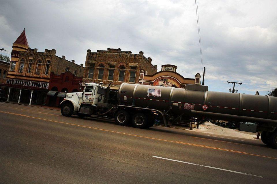 Oil price downturn rattles Texas oil economy