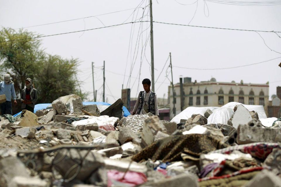 Saudi-led air strikes hit Yemen's capital Sanaa, say residents