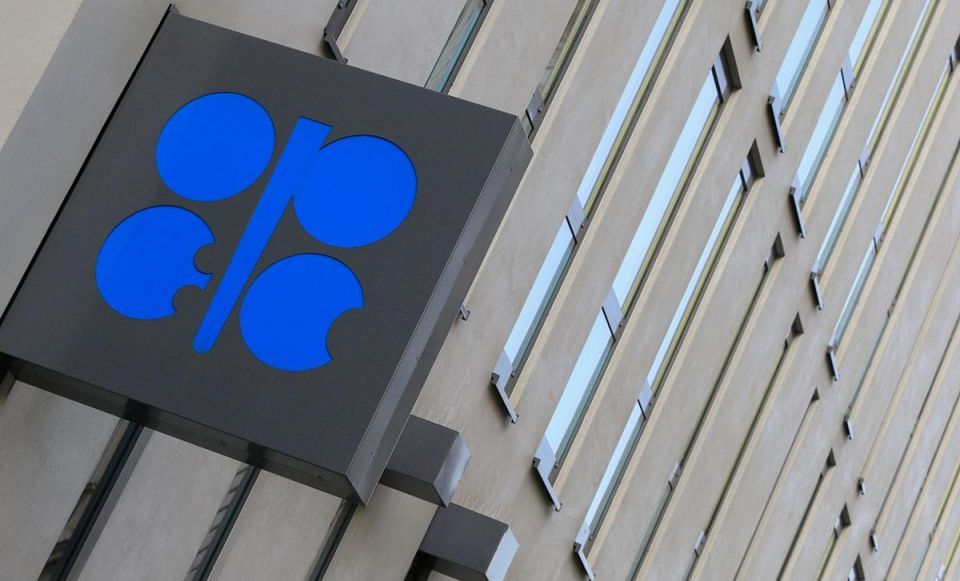 Venezuela says pushing for OPEC, Russia action to stem oil fall