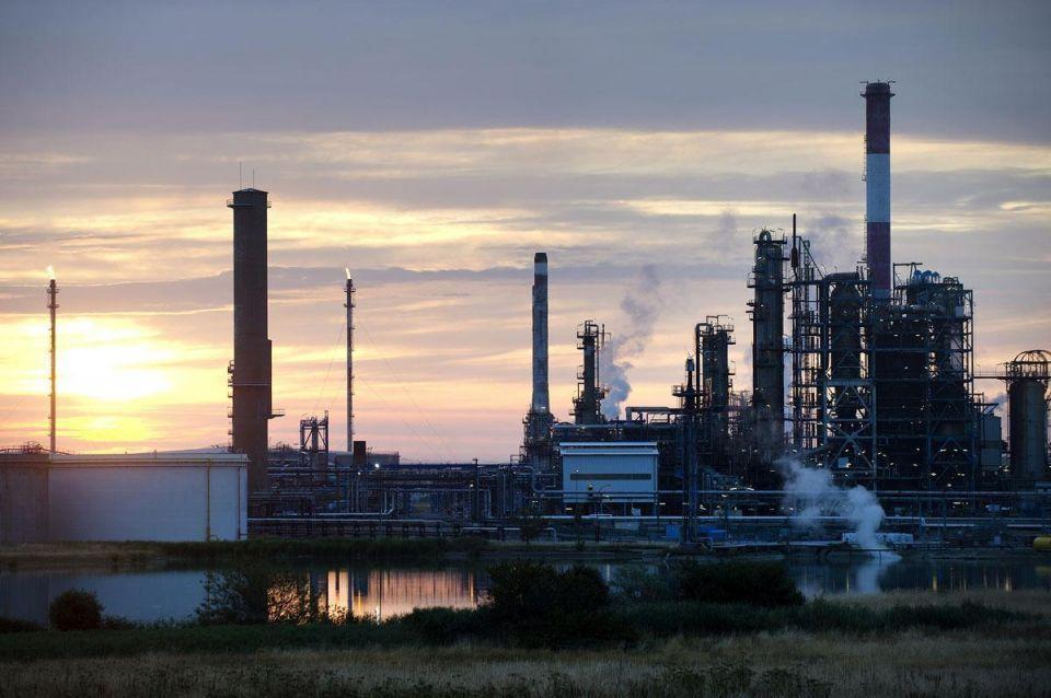 Oil prices fall again as lower demand US season looms