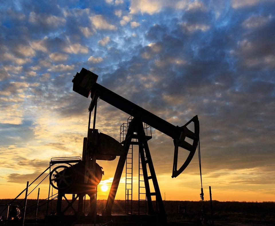 Oil prices fall on US crude stocks build, but equity rally supports