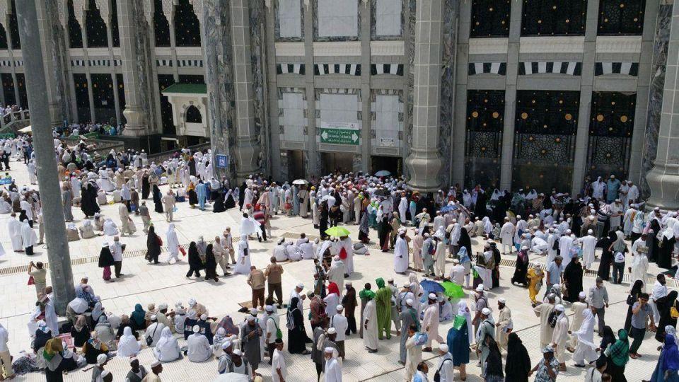 Saudi Arabia warns against haj unrest as pilgrims pray for peace