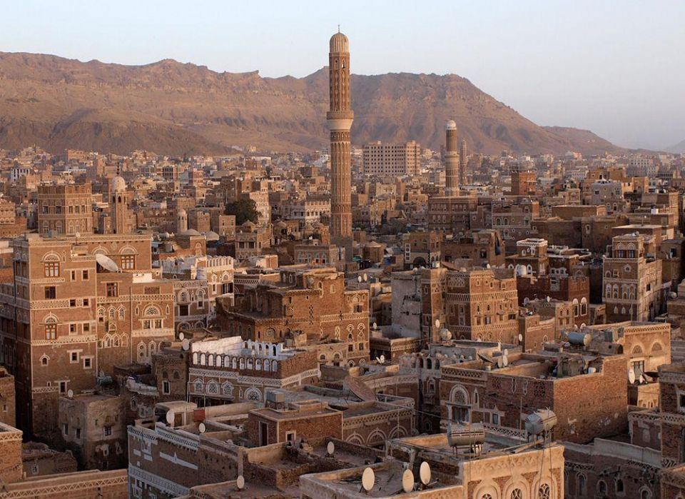 ISIL suicide attack kills 10 at Yemen Houthi mosque