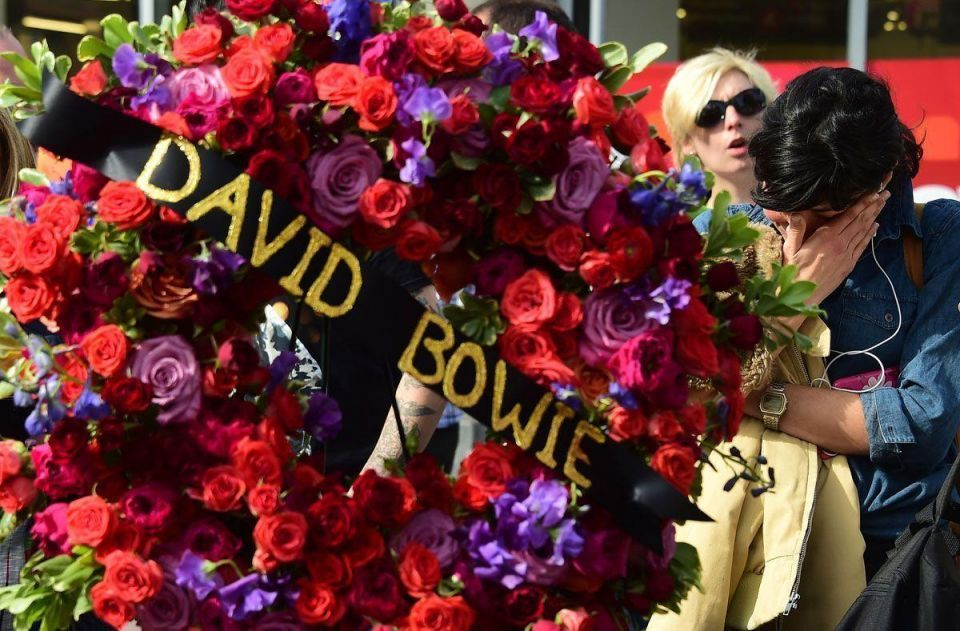 Fans pay tribute to David Bowie