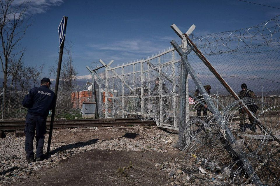Refugees trapped on the border between Greece and Macedonia