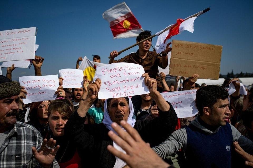 """""""We left our countries"""" because of ISIL: Migrants stranded at the Greek border"""
