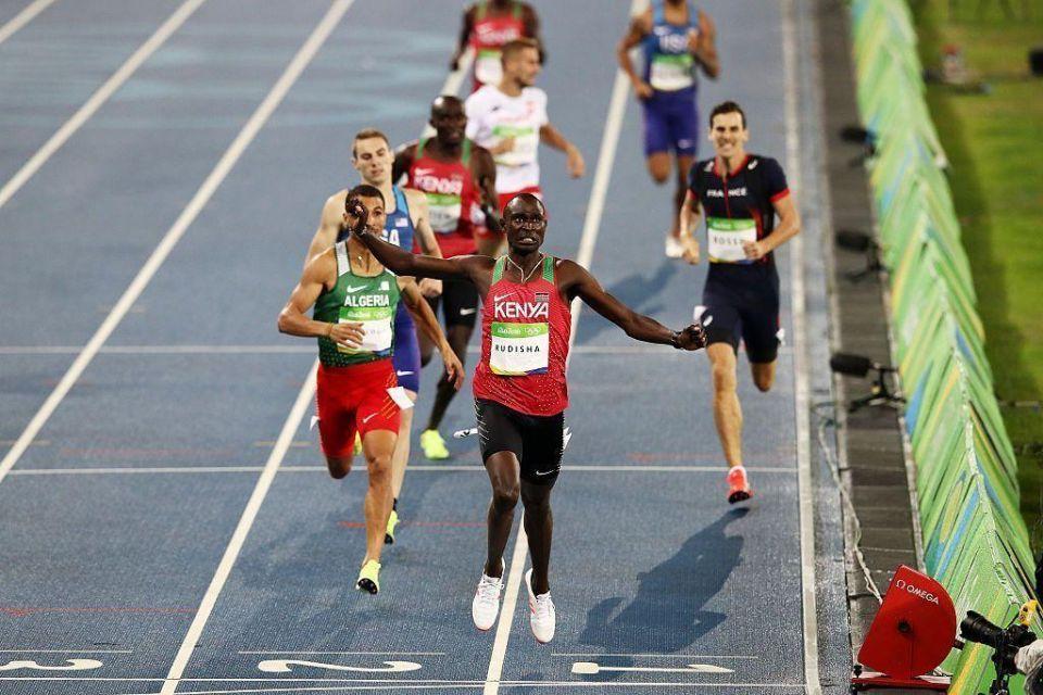 Kenya's Rudisha retains 800m title with devastating final-lap sprint