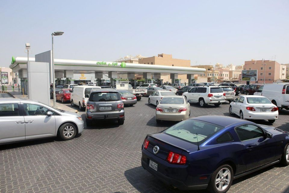 In pictures: Long queues at stations ahead of Kuwait fuel hike