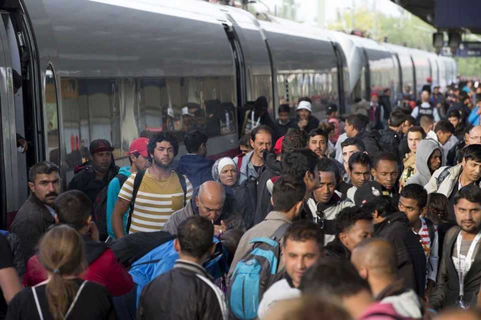 Germany re-imposes border controls to slow refugee arrivals