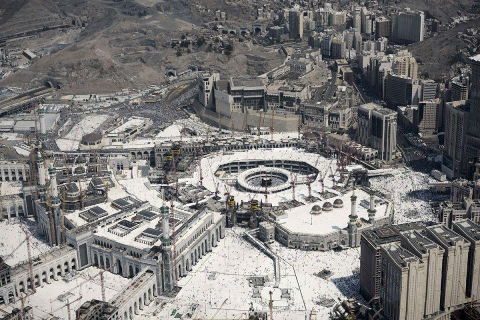 Nine Bin Laden officials questioned over Makkah crane crash