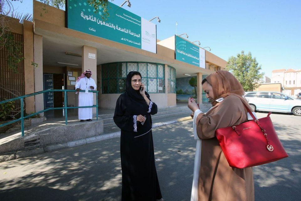 Saudi official warns against 'interaction' between male, female councillors