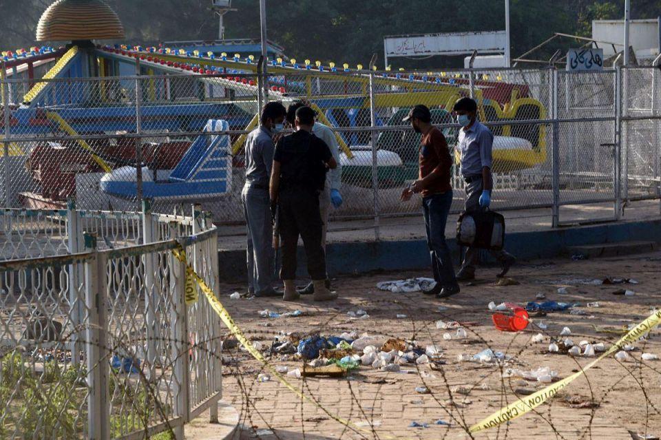 Pakistanis hunt for militants behind blast that killed at least 65
