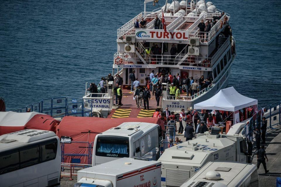 First ferry docks in Turkey with migrants returned from Greece