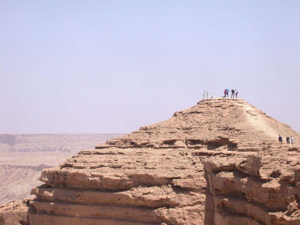 Saudi Arabia seeks 8,000 tourist guides to grow sector