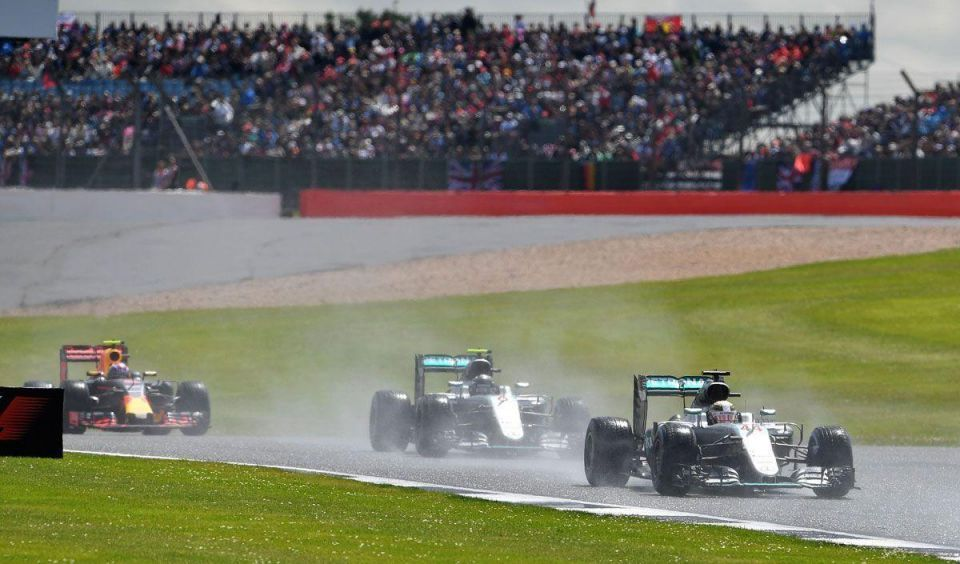 F1 tyre supplier Pirelli wants Middle East tests next year