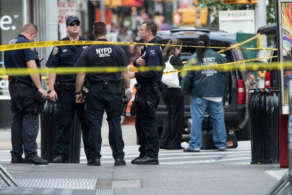 US officials investigate links between weekend bombings, knife attack
