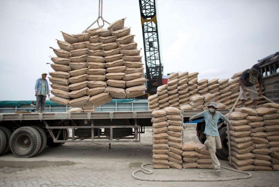 Saudi Arabia lifts export ban on cement, steel