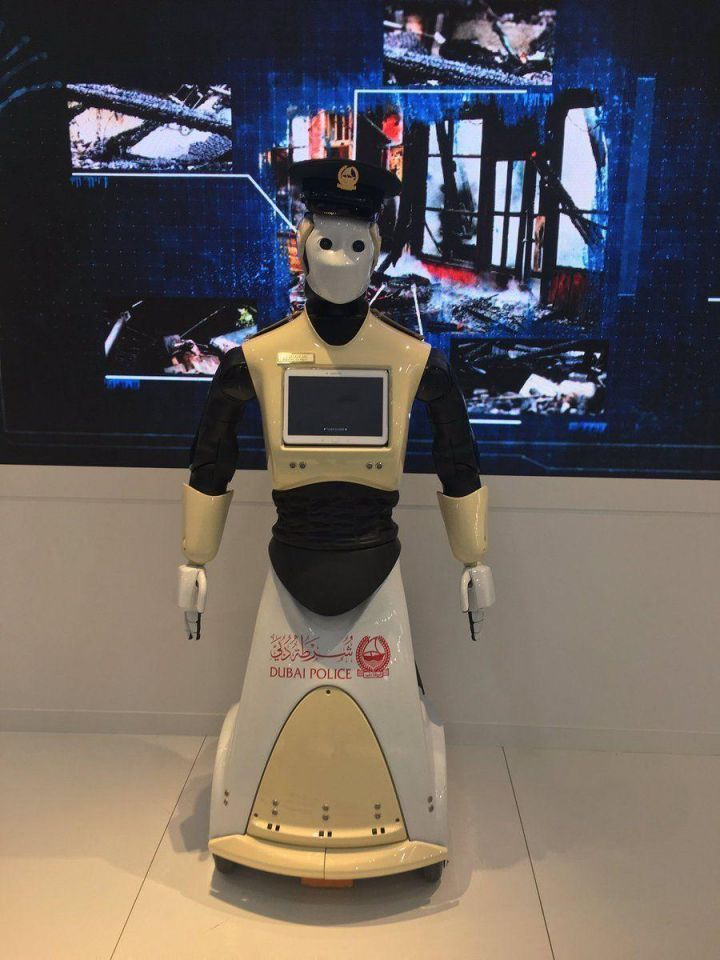 First robot police officer to enter Dubai service in 2017