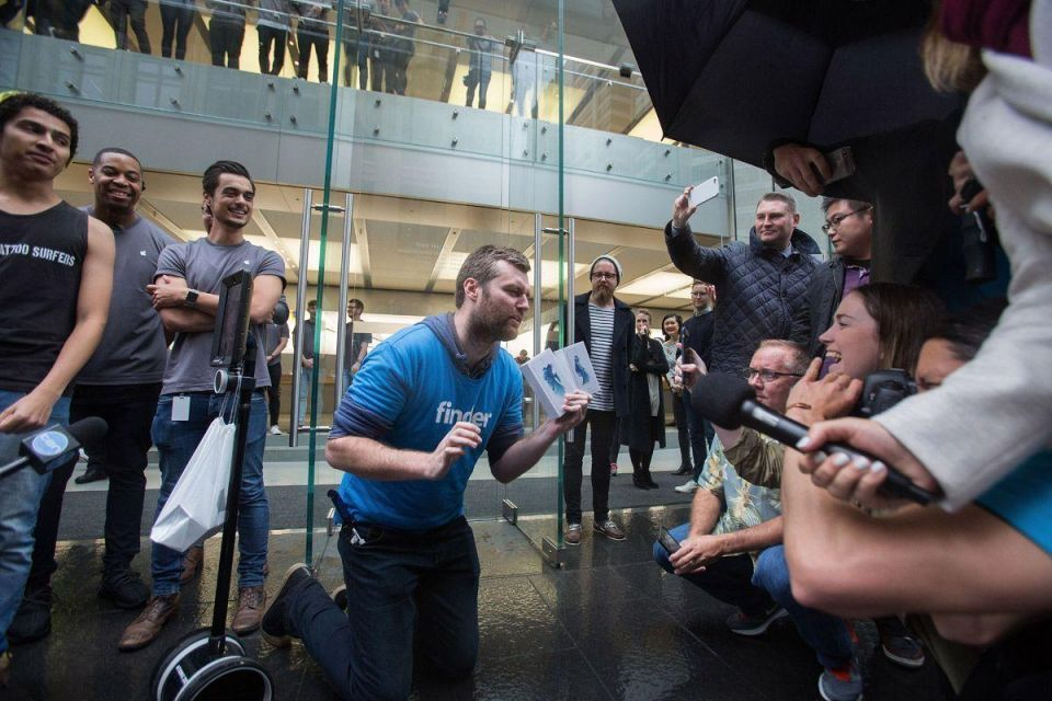 In pics: The first buyers of iPhone 6s/6s Plus around the world
