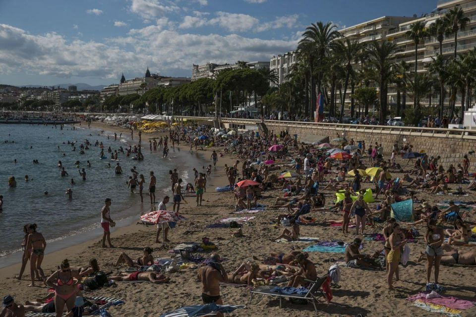 Police issue fines in Cannes over wearing banned burkinis