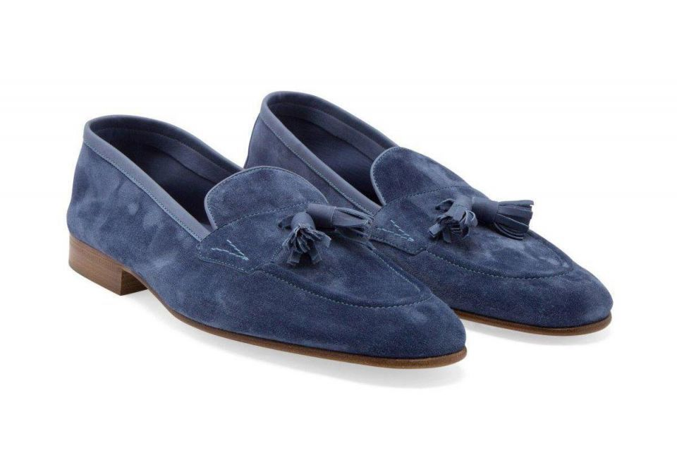 Walking in businessmen's shoes: seven pairs of shoes for seven days of the week