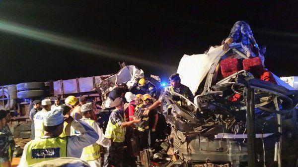 Oman bus crash kills 18, injures 14