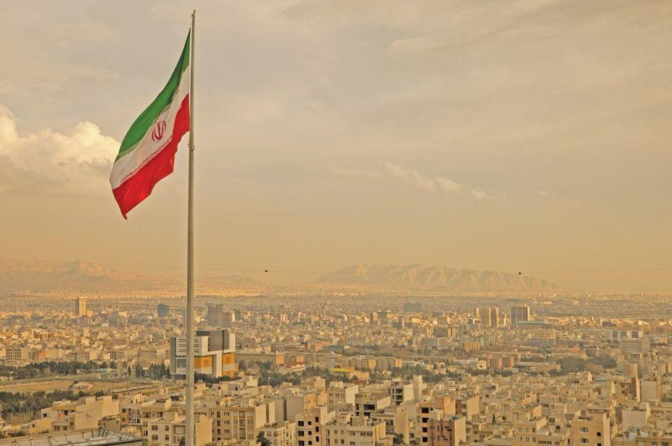 Iran introduces credit cards for first time
