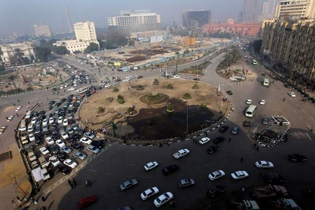 Egyptian army moves in to clear Cairo's Tahrir Square