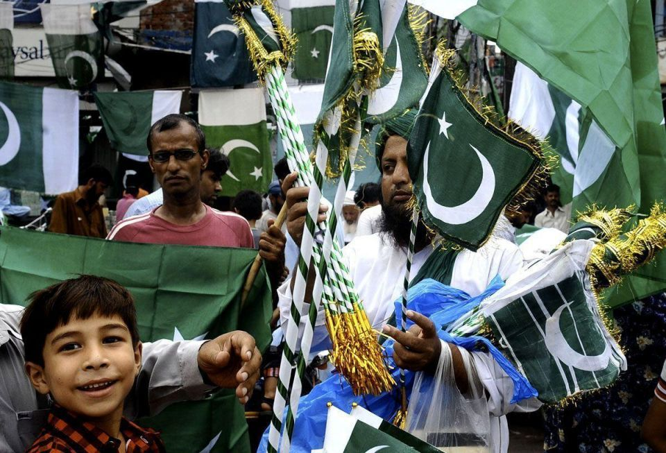 Pakistan paints itself green for its 65th anniversary