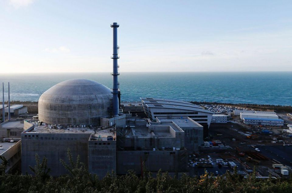 France to buy Kuwait's stake in Areva in bid for nuclear fix