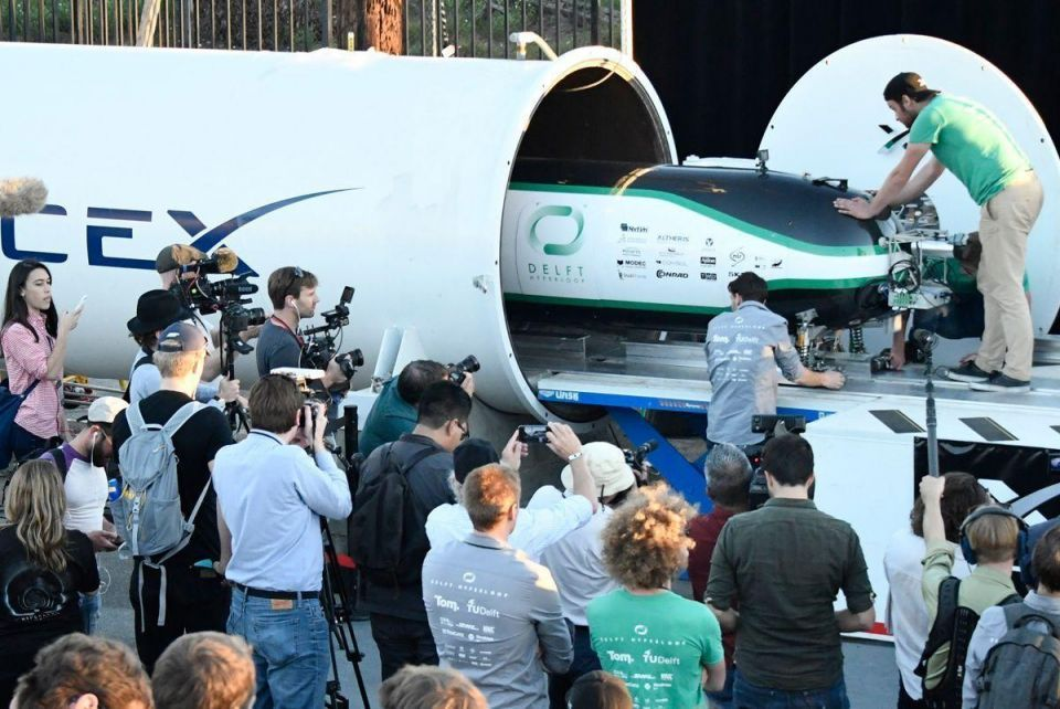 Video: Dutch and German teams win Spacex Hyperloop pod competition